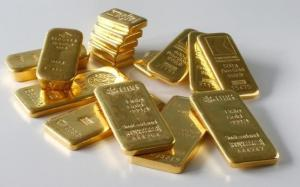 Gold bars from the vault of a bank are seen in this illustration picture taken in Zurich November 20, 2014. REUTERS/Arnd Wiegmann