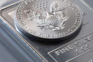Silver Coin Bullion 1 ounce on top of a larger bullion bar
